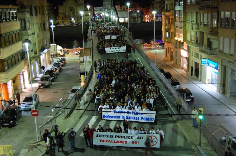 Manifestació massiva a favor serveis públics, contra retallades