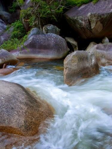 瀬 を 早 み 岩 にせ か るる 滝川 の われ て も 末 に あ はむ と ぞ 思ふ