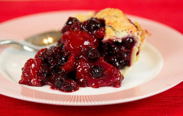 ButchInTheKitchen: Blackberry/Strawberry/Blueberry Pie