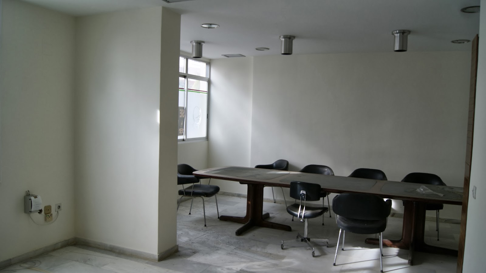 Alquileres torremolinos oficinas 350m2 12 despachos for Alquileres oficinas