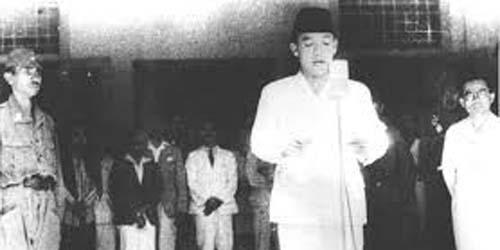 https://3.bp.blogspot.com/-kTgfw9NASVA/VmdaMLqXk8I/AAAAAAAANcs/sHNN8vYjqkc/s320/hari-kemerdekaan-indonesia.jpg