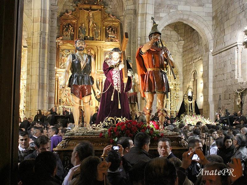 Camino del Calvario y Virgen de la Soledad dentro de la Iglesia de San Juan