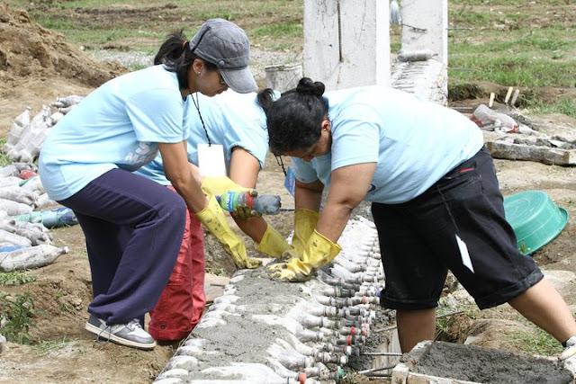 Escola nas Filipinas feita com garrafas PET