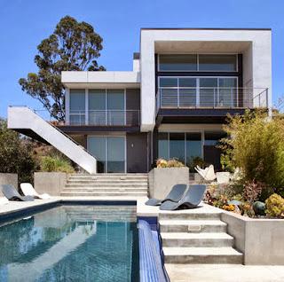 Casa lujosa con piscina al frente