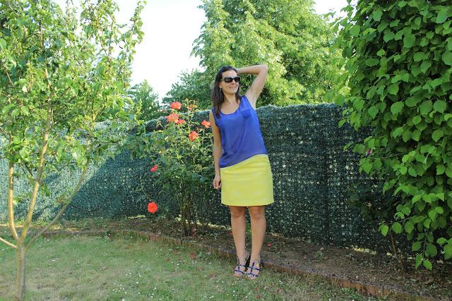 jupe jaune naf naf, bague agatha, top bleu