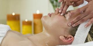 Perawatan Wajah Berminyak Secara Alami