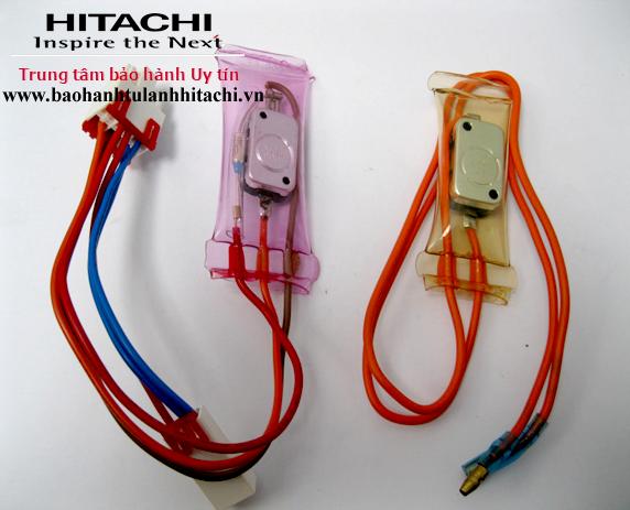 Thay cảm biến nhiệt độ tủ lạnh Hitachi 1