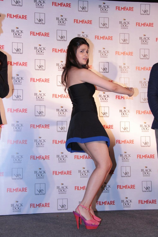 Alia Bhatt hq thighs in blue