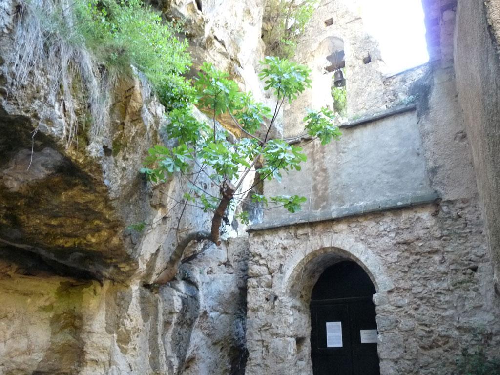 ノートル・ダム・ドゥ・ベル・グラス隠修道院  サン・ギエムの道 野営 L'ermitage de Notre Dame de Belle Grâce Bivouac