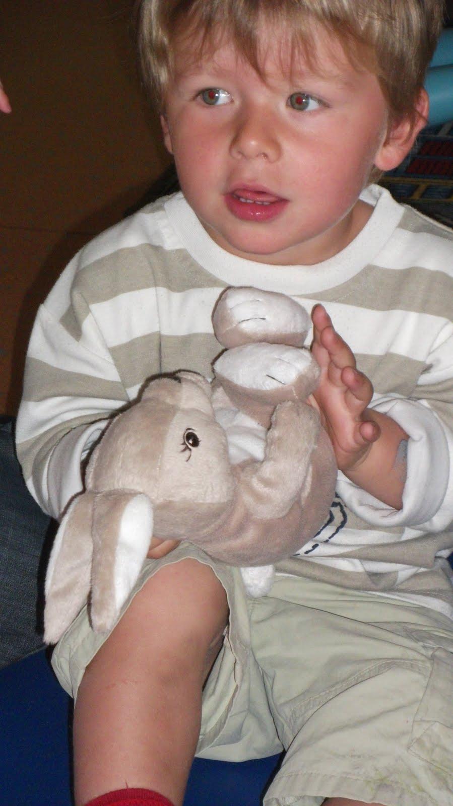 Nounoulen chanson le petit lapin s 39 est cach dans le - Mon petit lapin s est cache dans le jardin ...
