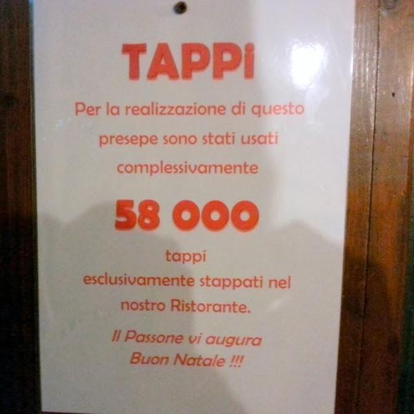 Presepe di tappi del ristorante Passone Montevecchia