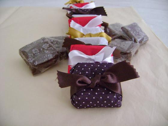 Chocolatinho :embrulhados com papel crepom colorido