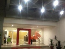JW Apartel Memberikan Fasilitas Menarik Bagi Para Tamunya Salah Satunya Ialah Kolam Renang Dewasa Dan Anak Diluar Ruangan Hotel Ini
