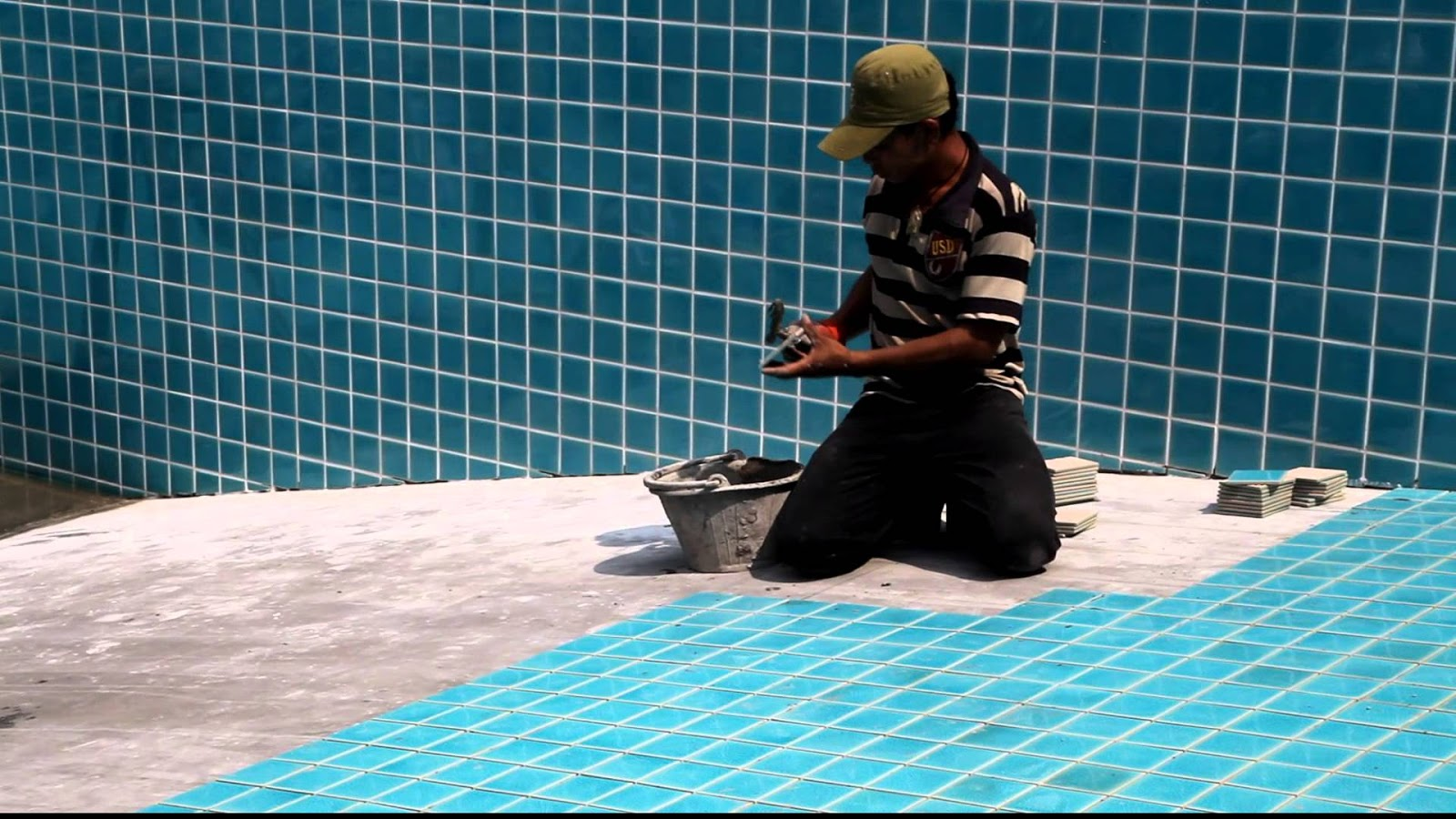 Blue World Pools: Choosing the Right Tiles for Your Swimming Pool