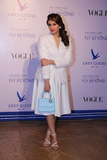 Celebs at VOGUE India and Grey Goose Fly Beyond Awards (7).jpg