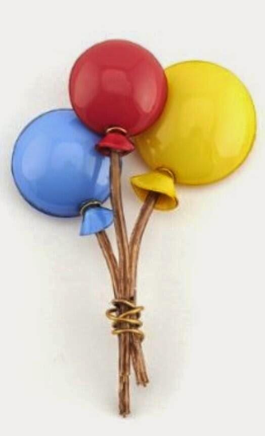 Balloon brooch by Cilea
