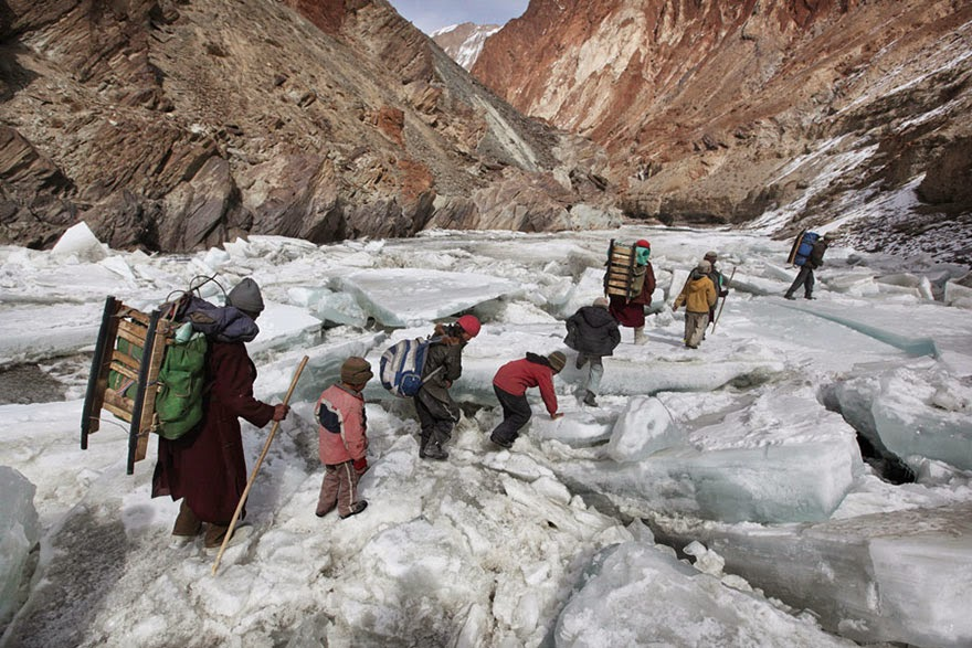 20 Of The Most Dangerous And Unusual Journeys To School In The World - Zanskar, Indian Himalayas