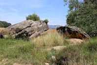 El Roc de les Bruixes, situat molt a prop de Can Cabirols