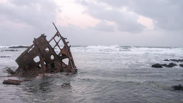ss speke shipwreck at high tide