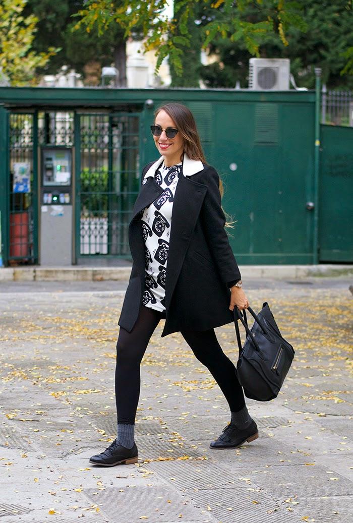 cappotto nero colletto bianco