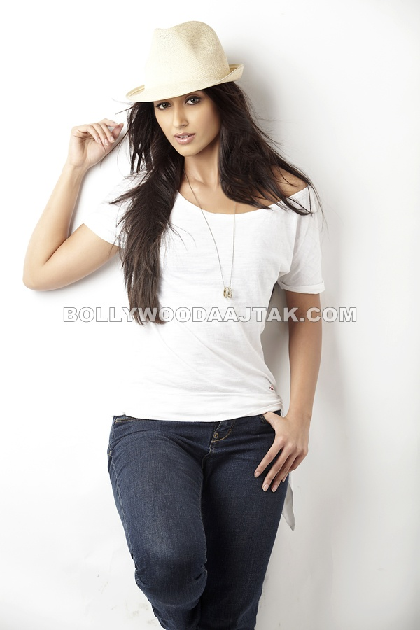 Ileana D Cruz Hot PhotoShoot Pics