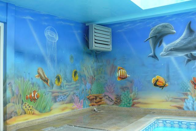 Malowanie rafy koralowej, aranżacja ścian na basenie, malowanie rybek na ścianie
