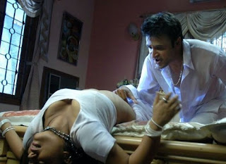 andhra hot aunty in bedroom lovely kissing white saree