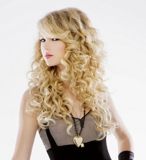 Taylor Swift wearing a Jenny Dayco necklace