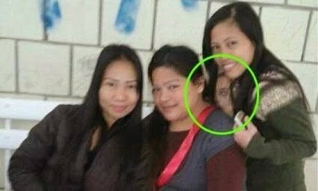 Seram Wajah misteri muncul dalam sebuah foto