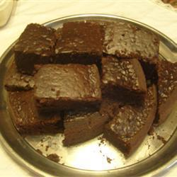 Un plat de gâteau de chocolat