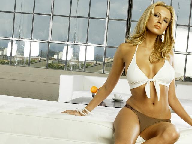 Irina Voronina Exposing Cleavage Photos