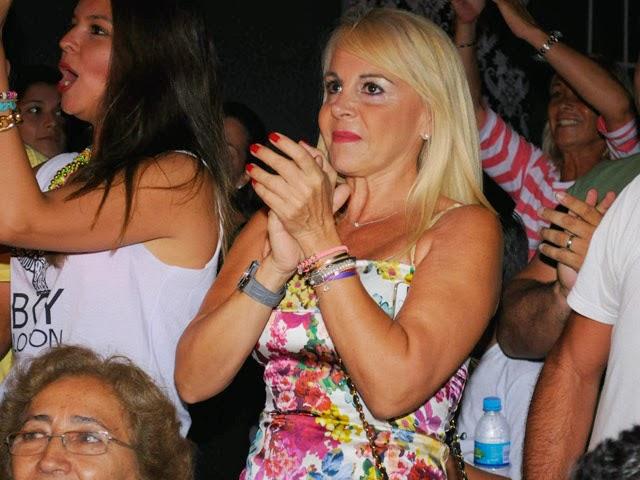 Haceinstantes risas y aplauso en el estreno de familia de mujeres - Mamma porno diva ...