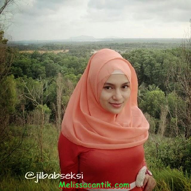 Foto Gaya Berjilbab Modis Cewek Kuliahan Sekarang (Hijab Style)