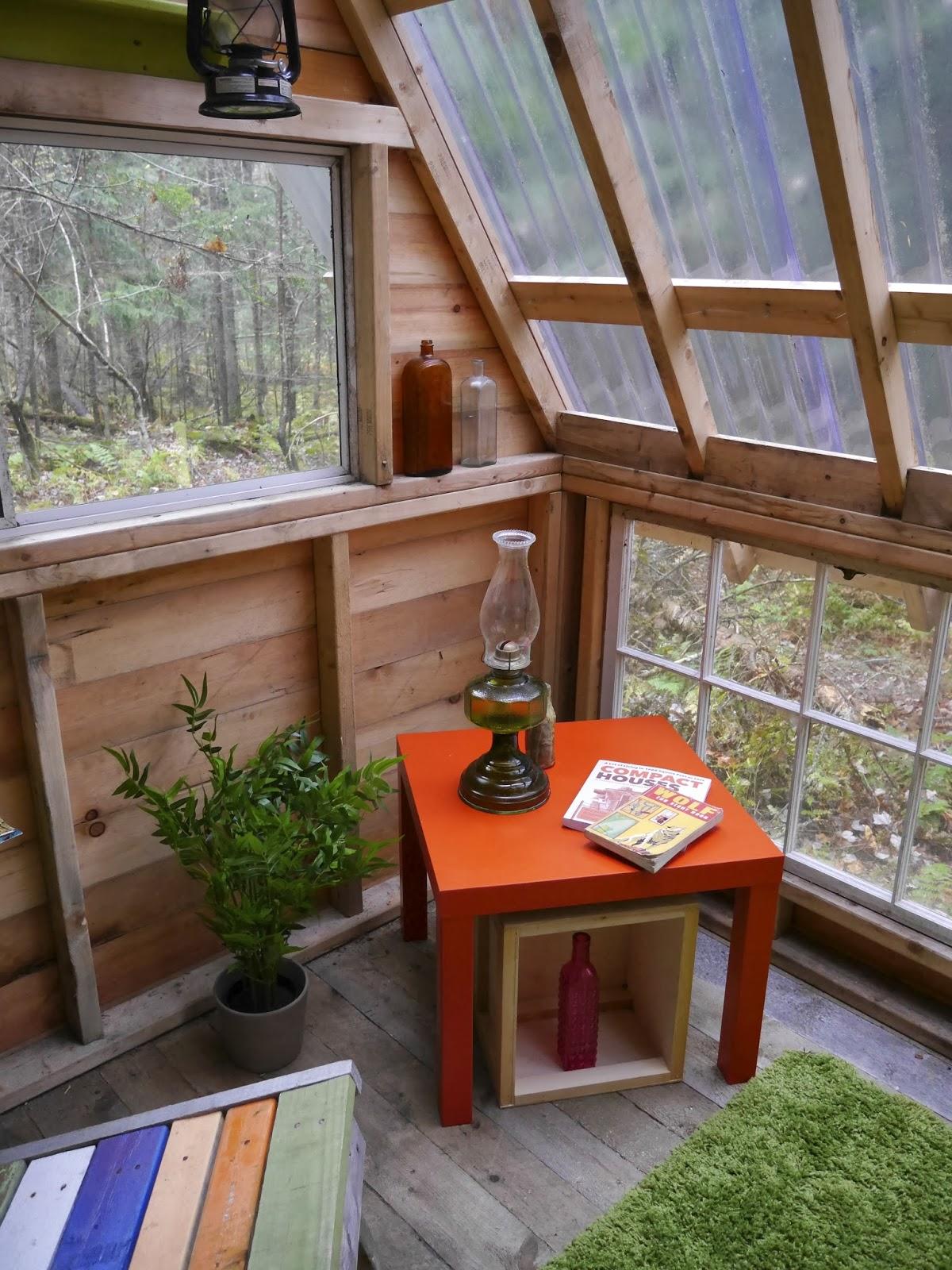Sixteen tiny houses a frames huts art for Tiny house photo gallery
