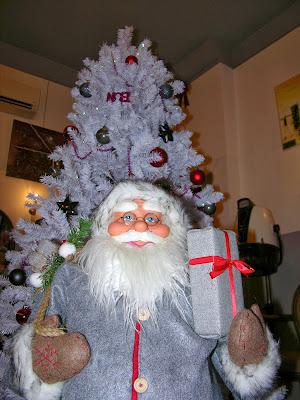 Le père Noël du Studio 54, salon de coiffure mixte à Montpellier.