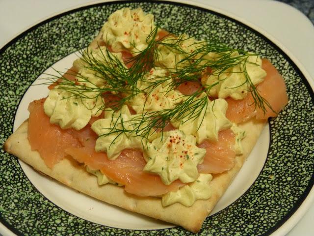 Toasts pain suédois - Saumon fumé et chantilly aux épicesToasts pain suédois - Saumon fumé et chantilly aux épices