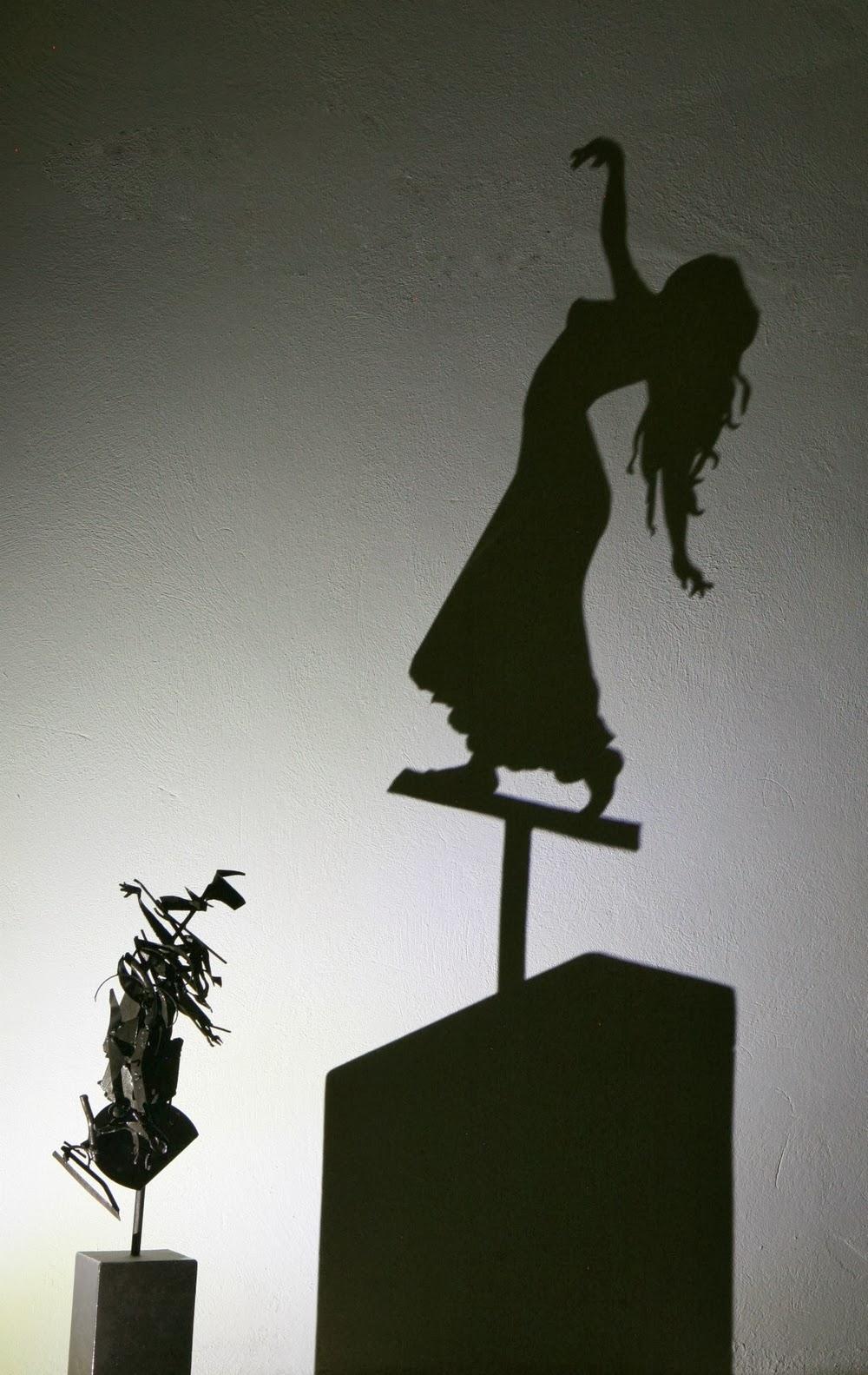 02-Esméralda-The-Hunchback-of-Notre-Dame-Teodosio-Sectio-Aurea-Shadow-Art-www-designstack-co