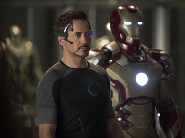 Tony Stark e l'armatura oro e rossa di Iron Man