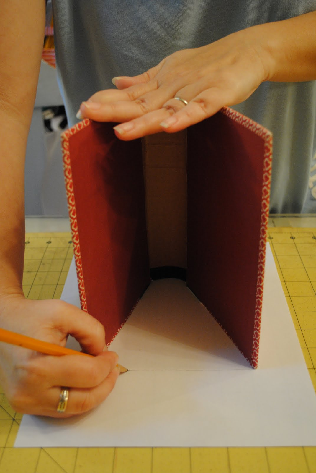 How To Make A Book Holder Out Of Cardboard ~ Chameleon girls book purse
