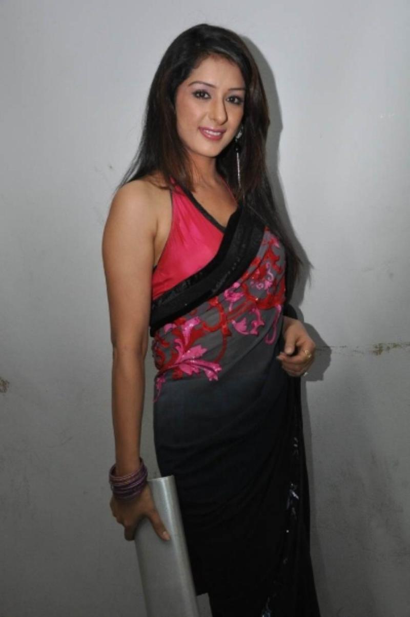 splendid and ethnic Samiksha in designer saree