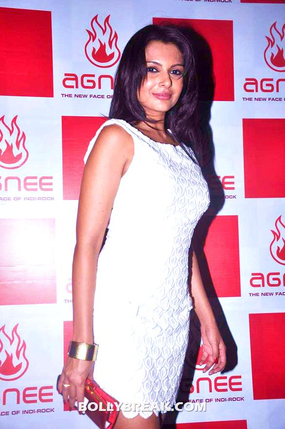 Mrinalini Sharma - (3) - Gul Panag, Mrinalini Sharma and others at Agnee's Bollywood debut gig