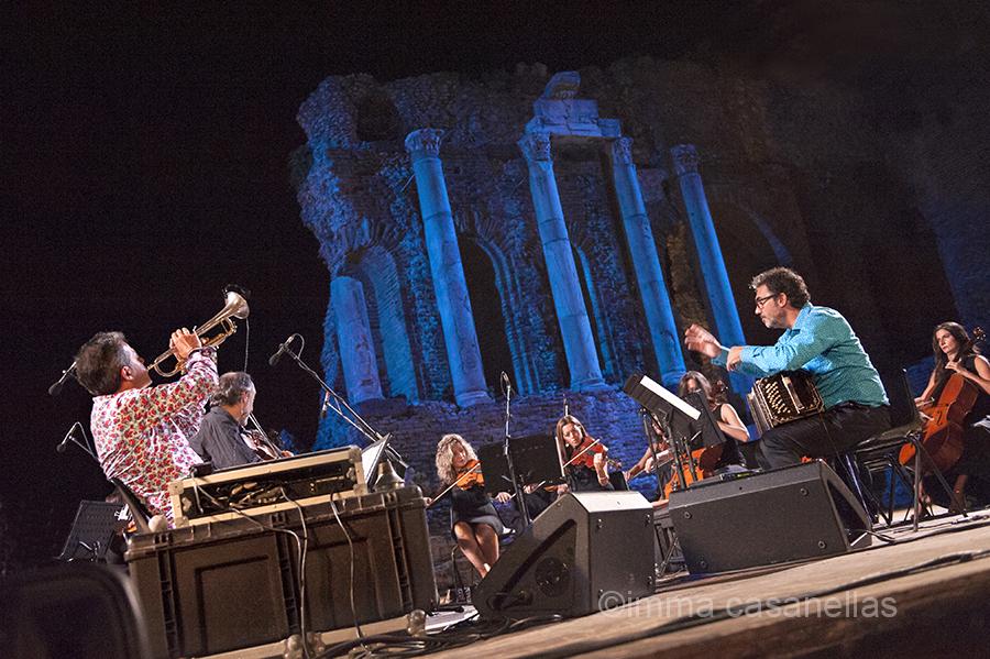 Paolo Fresu i Daniele Di Bonaventura amb l'Orchestra del Teatro Vittorio Emanuele, Taormina, 16-9-2015