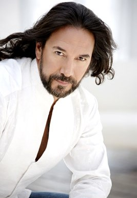 Marco Antonio Solis con una mirada encantadora