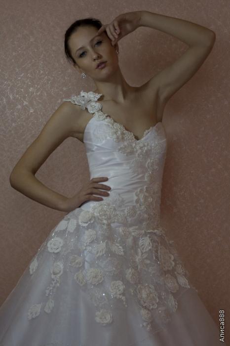 tejidos y manualidades de la web: vestido de novia con aplicaciones