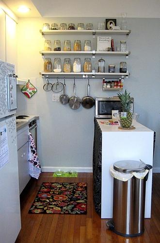 Ideas de almacenaje para cocinas peque as colgadadeunapercha for Cocinas diminutas