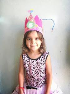 Leonie blaast 5 kaarsjes uit! Gelukkige verjaardag!