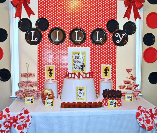 Decoración de fiesta de cumpleaños inspirada en Minnie Mouse