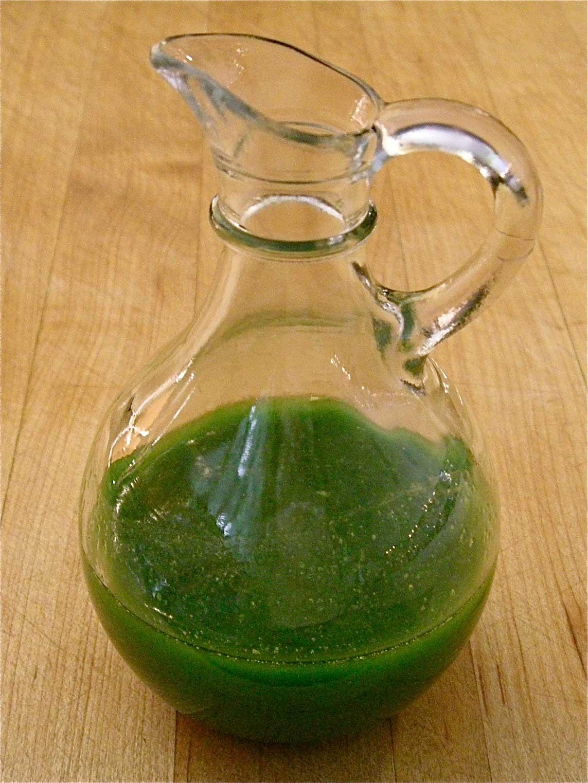 http://3.bp.blogspot.com/-k_4oJAQ0MSk/Tre-RcF9r6I/AAAAAAAAB_Q/ag84S7n_7KY/s1600/chive-oil.jpg