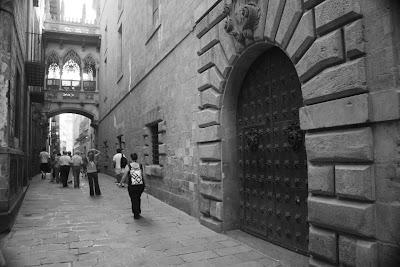 Carrer del Bisbe in Barcelona Gothic Quarter