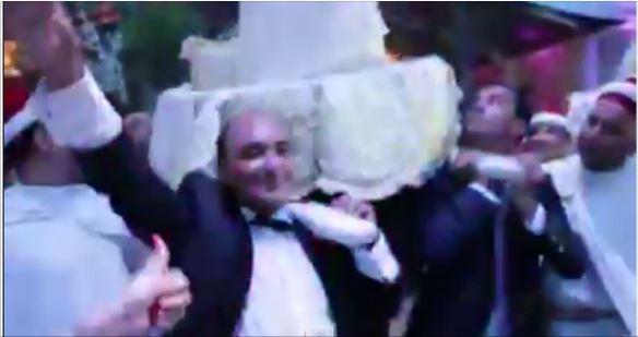 فيديو..رقص منصف بلخياط وزير الشباب و الرياصة السابق في زفاف شقيقه